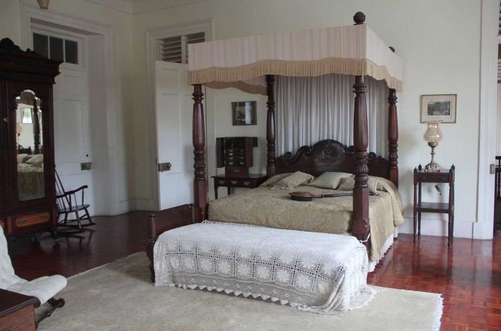 Master bedroom with canopy bed at Devon House
