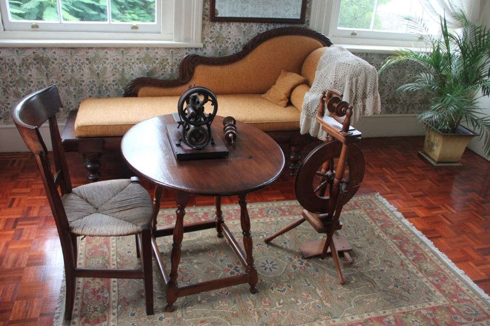 A sewing room with fainting couch at Devon House